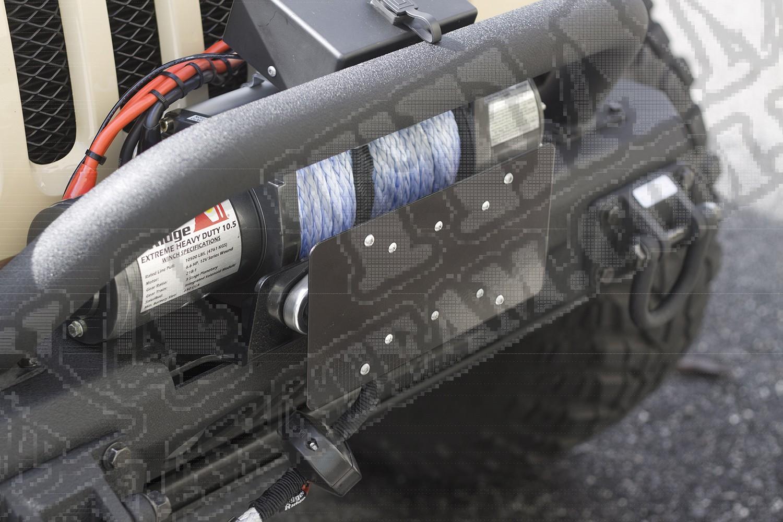 Mocowanie przedniej tablicy rejestracyjnej na prowadnicę wyciągarki.