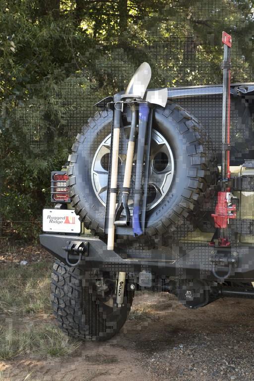 System mocowania narzędzi do koła zapasowego